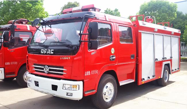 东风多利卡泡沫消防车(3水1泡)
