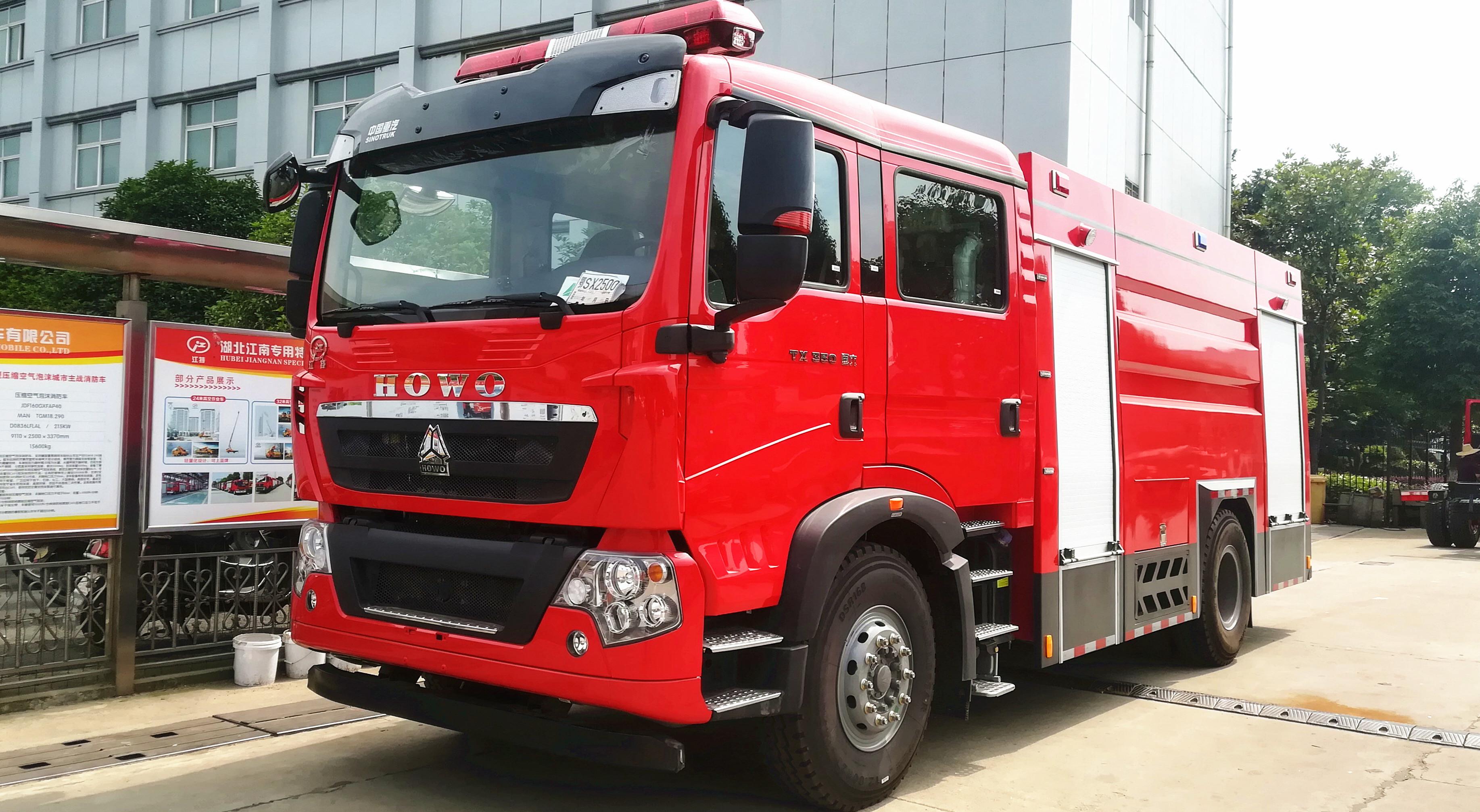重汽HOWO消防车( 8 吨水)